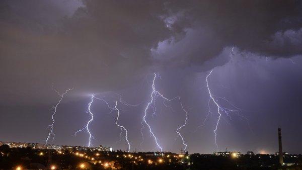 В Тюменской области умер шестилетний мальчик после удара молнии