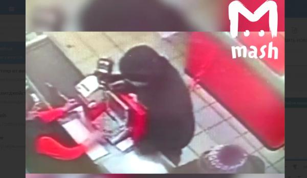 В Саратове грабителя магазина с пистолетом «обезвредила» продавец