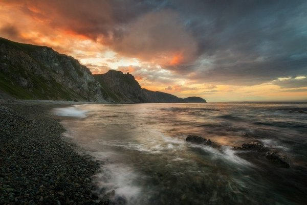 В Сети появилось видео секса молодой пары на пляже в Приморье