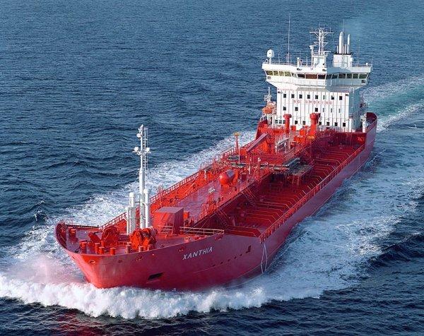 Сомалийские пираты захватили танкер с двумя гражданами России