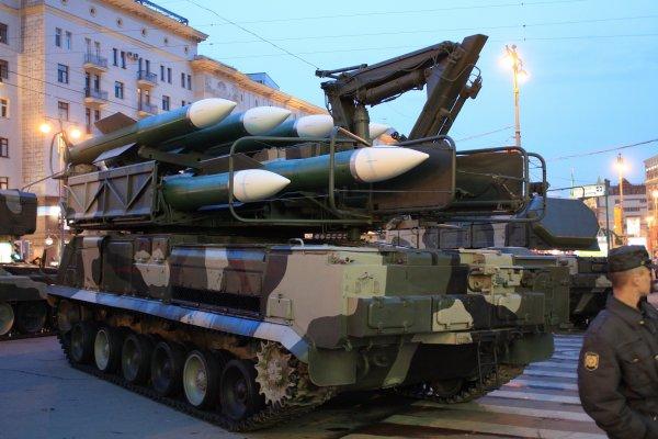 «На День независимости еще и самолеты полетят»: В Киеве ЗРК «Бук» врезался в здание