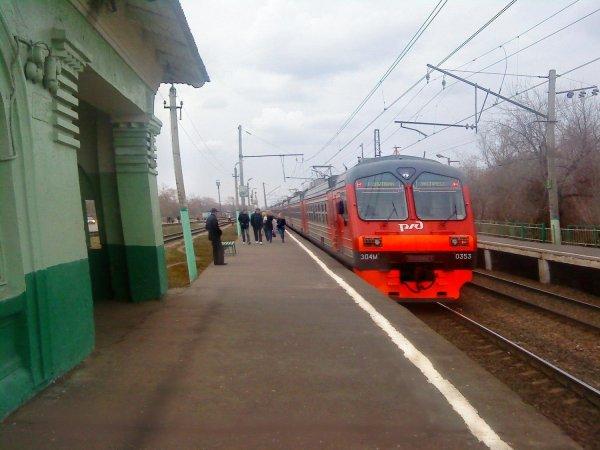 Труп подростка нашли на крыше электропоезда в Москве