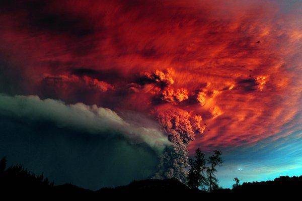 В США зафиксировали извержение гигантского вулкана спавшего 104 года