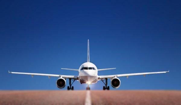 Хотел в пельмени, а попал в авиакомпанию: Пилот-неудачник «Уральских авиалиний» приземлился на недостроенную полосу