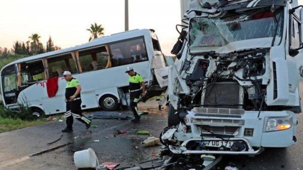 В Анталье 11 российских туристов серьезно пострадали в ДТП с автобусом