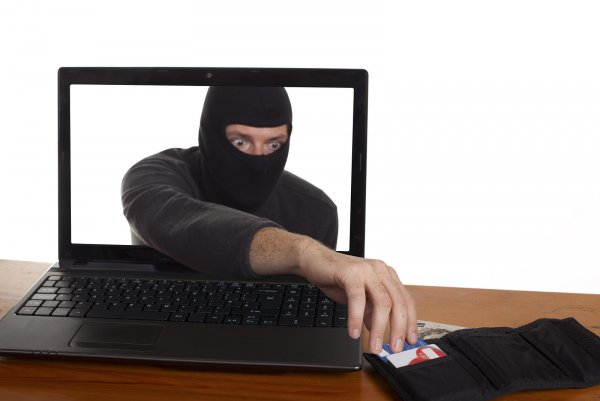 «Рыцарь наживы»: Новгородца задержали за аферу с продажей iPhone