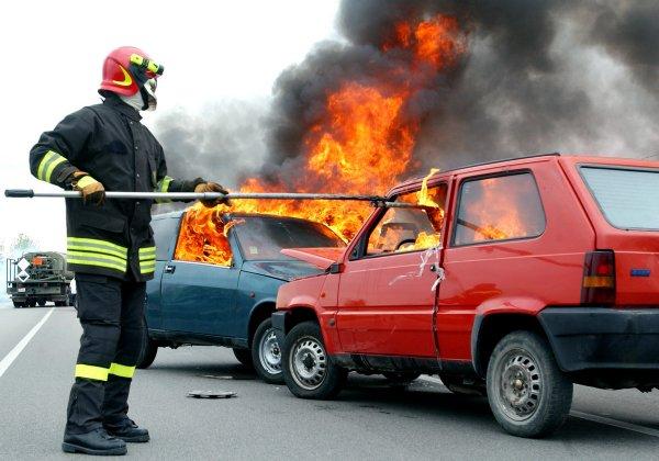 В Ростове пивом тушили загоревшуюся в ДТП машину