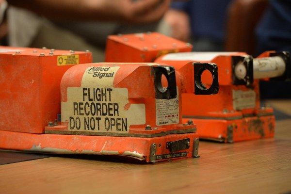 В Москву доставили черные ящики пострадавшего в Сочи самолета