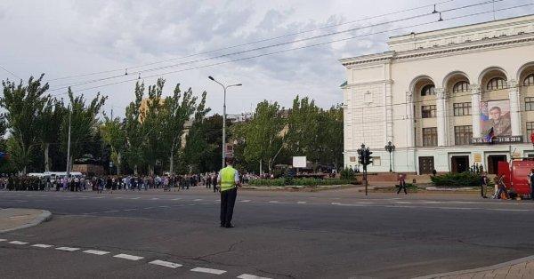 200 тысяч человек попрощались с главой ДНР Захарченко в траурном шествии