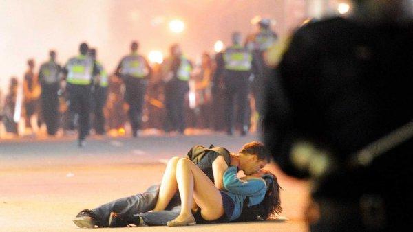 Секс-представление на трассе Москвы в час пик смутило пользователей Сети