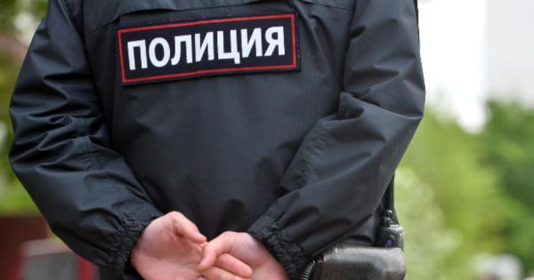 В Екатеринбурге сотрудник полиции измазал дверь IT-компании фекалиями и попал на видео