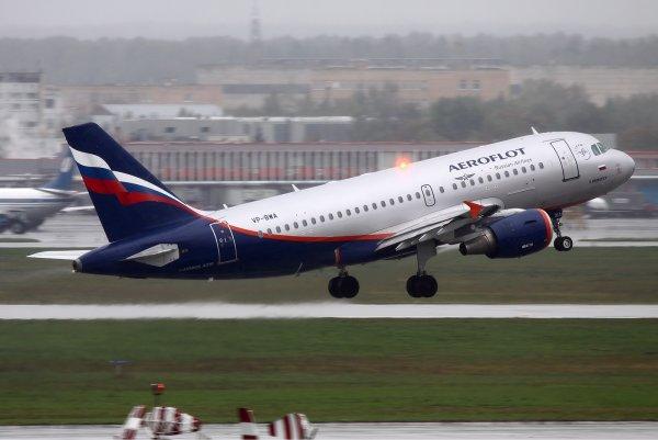 В Новосибирске самолет совершил экстренную посадку из-за трещины стекла