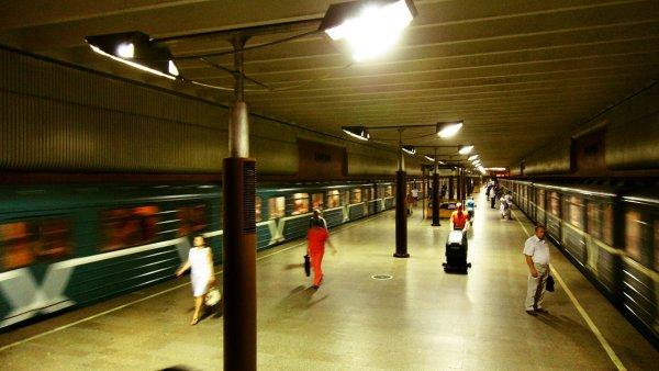 Мужчина справлял нужду и попал под поезд в московском метро