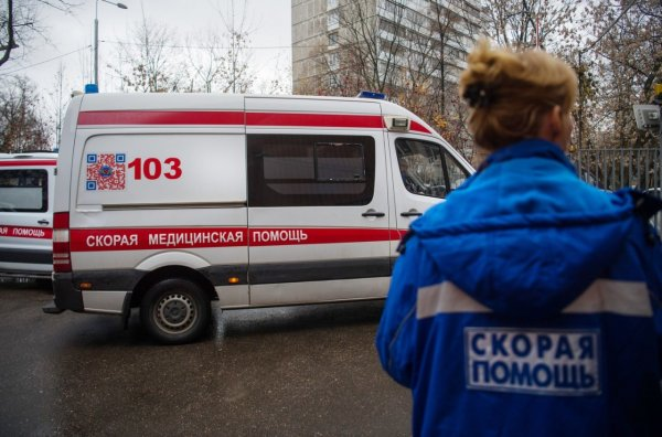 На юге Москвы автомобиль врезался в толпу пешеходов