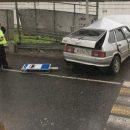В Кемерово машина врезалась в остановку, есть пострадавшии