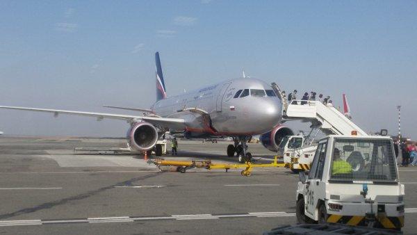 В «Шереметьево» рабочий сорвал взлет Boeing