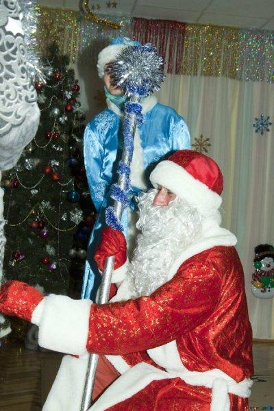 Заслуженный артист РФ в костюме Деда Мороза скончался на утреннике в Кемерово