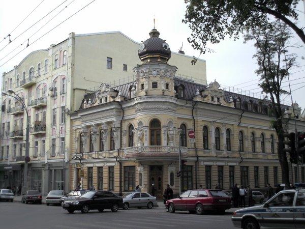 Неадекватный житель Ростова уснул на дороге