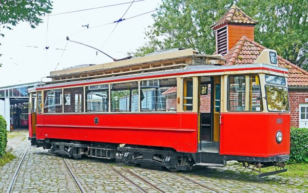 В Таганроге загорелся движущийся трамвай