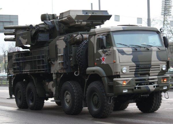 Перевернувшийся «Панцирь-С1» заблокировал трассу во Владивостоке