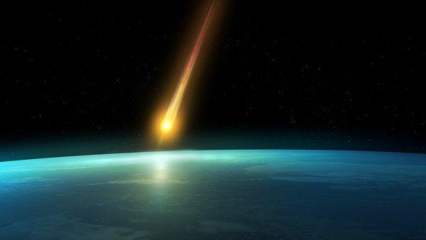 Загадочное небесное тело пролетело в ночном небе над Эвенкией