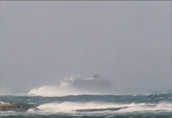 В Вальхаллу попадут не все: Терпящему бедствие норвежскому лайнеру угрожает крушение о скалы