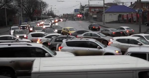 На Южном подъезде Ростова возникла огромная пробка