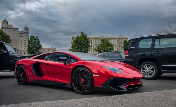 В Москве Lamborghini врезался в четыре иномарки