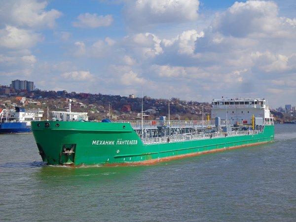 Пьяный украинец на лодке «Крым» врезался в танкер «Механик Погодин»