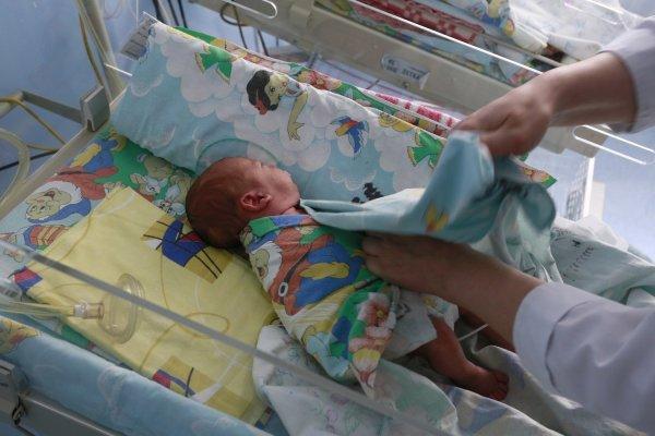 Жительница Омска подарила новорожденную дочь интернет-подруге из Санкт-Петербурга