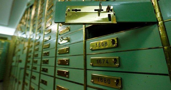 У пенсионера похитили 15 млн рублей из банковской ячейки