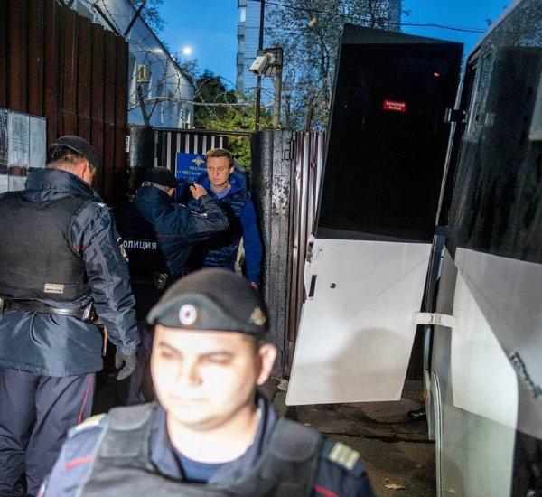 Навального задержали сразу после отбывания 30 суток ареста в спецприемнике