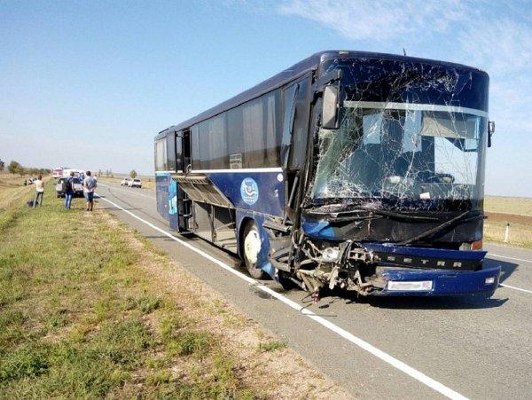 В Крыму скончались пять человек после столкновения легковой машины с автобусом