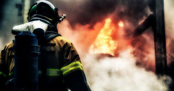 В Ростовской области автомобиль загорелся прямо на ходу