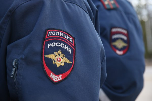 В Томской области полиция подняла с обрыва трактор с телами двух мужчин