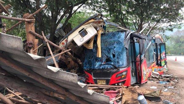 В Таиланде более 50 человек пострадали в ДТП с туристическим автобусом